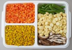 Le zucche del fungo dei piselli del cereale delle carote hanno tagliato nella forma del cubo per il co immagini stock libere da diritti