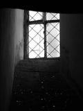 Leaded venster in dikke muur Stock Afbeeldingen