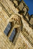 Leaded venster met verticale raamstijlen in Slagabdij gatehouse Stock Fotografie