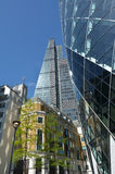 122 Leadenhall街塔和在城市面对的30圣玛丽轴  免版税图库摄影