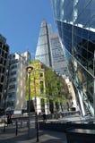 122 Leadenhall-Straattoren en 30 St Mary Axe in Stad die onder ogen wordt gezien van Stock Afbeeldingen