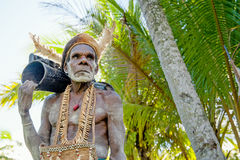 Leader of Asmat tribe with drum em Royalty Free Stock Image