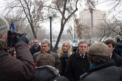 The leaders of the party Yabloko Sergei Mitrokhin and Grigory Yavlinsky at the funeral of Boris Nemtsov Royalty Free Stock Images