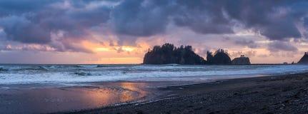 Free Leading Lines Sunrise At La Push James Island Washington Coast Pacific Ocean Royalty Free Stock Photography - 217231327