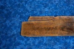 leafmanuskript gömma i handflatan arkivbild
