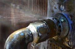 leaky παλαιοί σωλήνες Στοκ Φωτογραφίες
