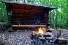 Adirondack lean to Campsite and campfire in the Mountains stock images