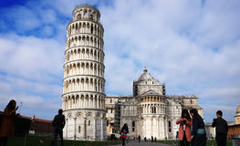 Leaning Tower and Cathedral of Santa Maria Assunta in Piazza dei Miracoli also known as Piazza del Duomo with tourists, Pisa, Ital Stock Photo