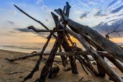 Leanto en una playa del lago Hurón como los sistemas de Sun Imagenes de archivo