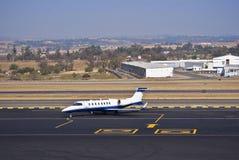 Learjet 45 - Jato do negócio Fotos de Stock