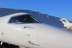 Learjet que toma el sol en el sol francés del valle Fotografía de archivo