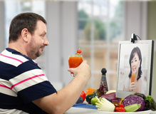 Learning to prepare a diet smoothie Royalty Free Stock Photos