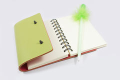 Leather notebook and pen Royalty Free Stock Photography