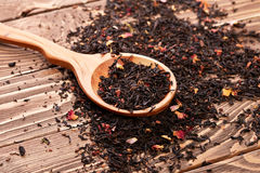 Leaves of black tea with rose petals Royalty Free Stock Images