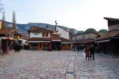 Leben auf der Straße des alten Bezirkes von Sarajevo, Bosnien Lizenzfreie Stockfotos