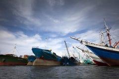 Leben auf Wasser bei Sunda Kelapa Hafen-Jakarta stockfotografie