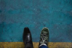 Leben-Balancen-Konzept für die Arbeit und Reise vorhanden in Draufsichtposition lizenzfreies stockbild