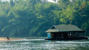 Leben durch den Fluss Lizenzfreie Stockfotos