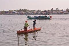 Leben entlang dem Kompong-Bucht-Fluss- Kampot - Kambodscha lizenzfreies stockbild