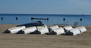Leben-Schutz Rowboats auf Nordalleen-Strand stockfotos
