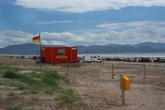 Leben-Schutz Station auf Strand auf der Zoll-Halbinsel Stockfotos