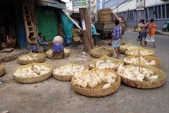 Lebende Hühner für Verkauf auf dem Markt in Kolkata stockfotografie