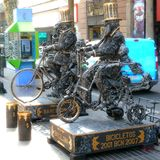 Lebende Statuen, Straßenkunst stockbilder