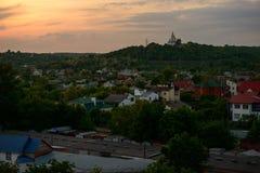Lebende Wohnungen des minimalen städtischen minimalen Himmel-Sonnenuntergangs des Landschaftsbacksteinbaus Lizenzfreie Stockbilder