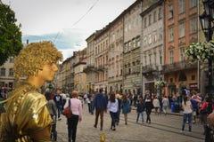 Lebender Statue St.-Valentinsgruß in Lemberg Stockfotos