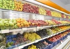 Lebensmittel-Abteilung im Supermarkt Stockbild