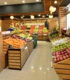 Lebensmittel-Abteilung im Supermarkt Stockbilder