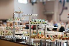 Lebensmittel auf Hochzeitsempfang Lizenzfreie Stockfotos