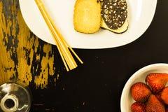Lebensmittel auf kratziger Oberfläche Lizenzfreies Stockfoto