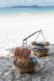 Lebensmittel auf Strand Stockfoto