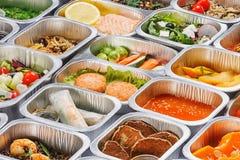 Lebensmittel in den Behältern Stockbild
