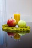 Lebensmittel der gesunden Diät - Früchte und Saft Lizenzfreies Stockfoto