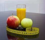 Lebensmittel der gesunden Diät - Früchte und Saft Lizenzfreies Stockbild