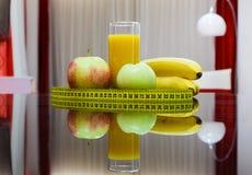 Lebensmittel der gesunden Diät - Früchte und Saft Stockfoto
