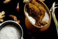 Lebensmittel des gegrillten Huhns mit Reis stockbild