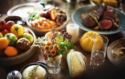 Lebensmittel für Danksagungstagesfeier lizenzfreies stockbild
