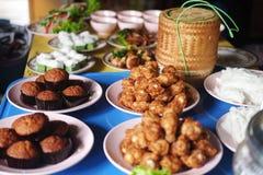 Lebensmittel für gewidmetes zum Mönch in der Zeremonie von Thailand Stockbild