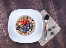 Lebensmittel gemacht vom Granola und vom musli Stockbilder