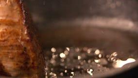 Lebensmittel groß von auf saftigem gegrilltem Leiste Mignon Köstliches Fleisch Makro Langsame Bewegung stock video