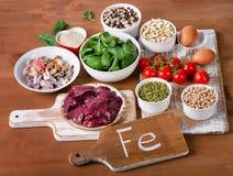 Lebensmittel hoch im Eisen stockfotos