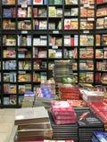 Lebensmittel-Küche-Bücher für Verkauf auf Bibliotheks-Regal Stockfotos
