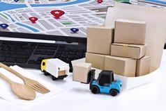 Lebensmittel-Lieferung: Frachttransport oder Paketversand in b Stockfotos