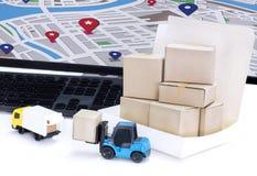 Lebensmittel-Lieferung: Frachttransport oder Paketversand in b Stockfoto