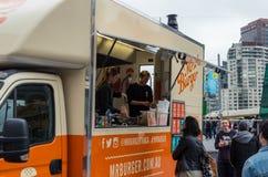Lebensmittel-LKW Herrn Burger parkte am Vereinigungs-Quadrat in Melbourne stockbilder