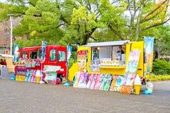 Lebensmittel-LKW in Osaka-Schloss Park Stockbild