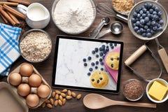 Lebensmittel-Tablet-Backen-Kochen lizenzfreie stockbilder